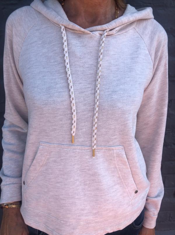 sweatshirt-chine-a-capuche